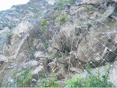 The galvanized steel wire rope net is covering the mountain.
