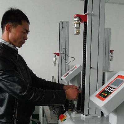 A tester is test the tensile strength of the steel wire rope by professional equipment.